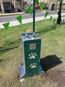 Bebedero canino de mobiliarios caninos
